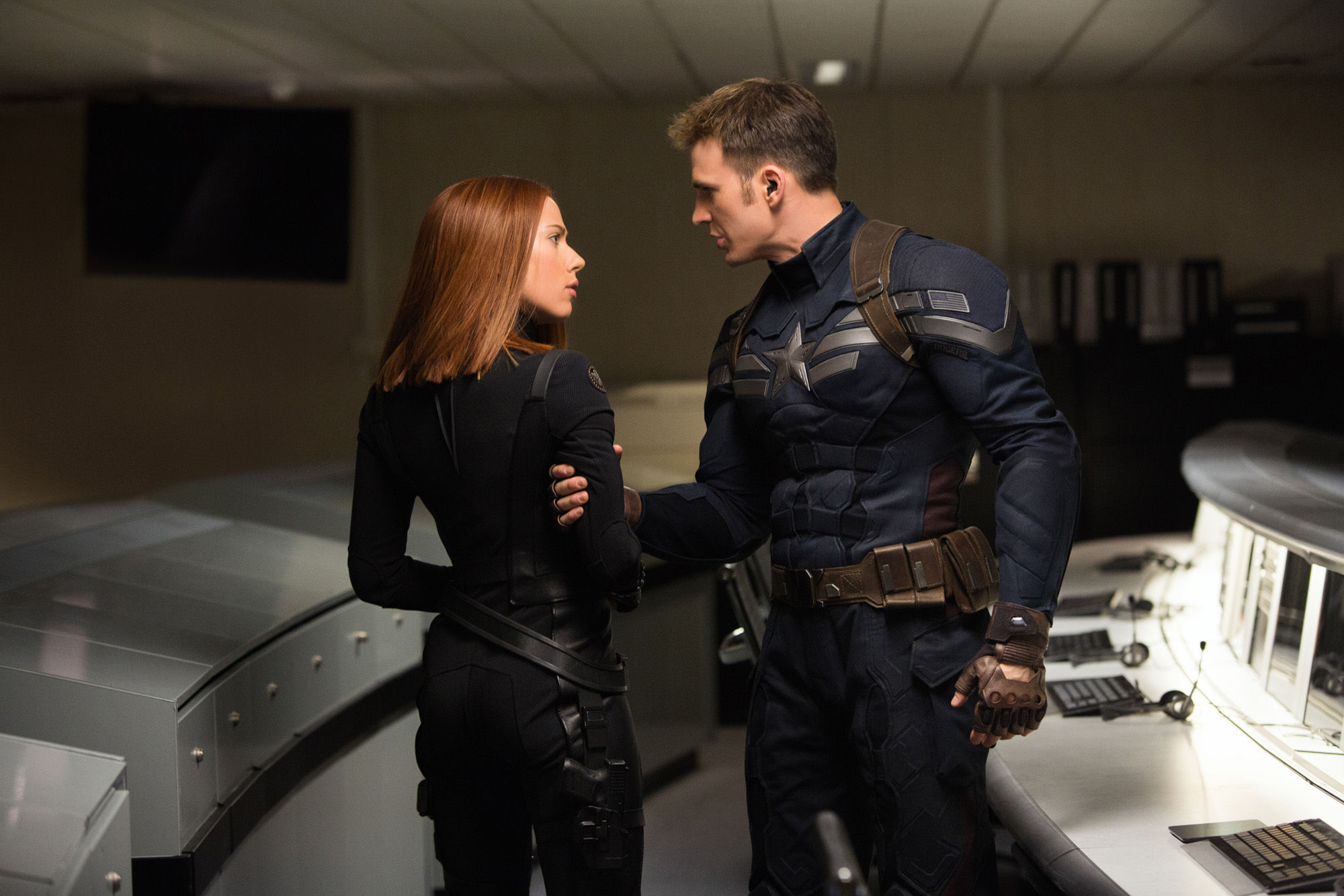 Captain-America-2-Official-Photo-Chris-Evans-Scarlet-Johansson-Costumes
